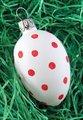 4 cm Osterei weiß mit roten Punkten